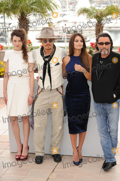 Astrid Berges Frisbey Photo - Johnny Depp Penelope Cruz Astrid Berges-Frisbey (left)  Ian McShane at the photocall for their movie Pirates of the Caribbean On Stranger Tides at the 64th Festival de CannesMay 14 2011  Cannes FrancePicture Paul Smith  Featureflash