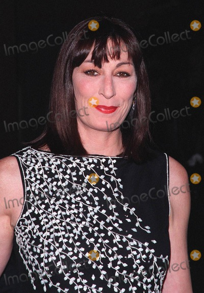 John Huston Photo - 17APR98 Actress ANJELICA HUSTON at the Beverly Hilton Hotel where Tom Cruise was honored with the 1998 John Huston Award by the Artists Rights Foundation