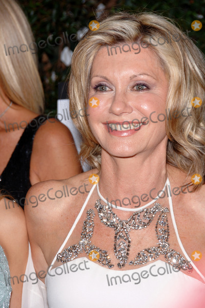 Olivia Newton-John Photo - Singeractress OLIVIA NEWTON-JOHN at the Penfolds Icon Gala Dinner part of the GDay LA Australia Week at the Hollywood PalladiumShe was presented with the Lifetime Achievement AwardJanuary 14 2006  Los Angeles CA 2006 Paul Smith  Featureflash