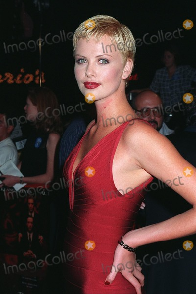 Al Pacino Photo - 13OCT97 Actress CHARLIZE THERON at the world premiere of her new movie Devils Advocate in which she stars with Keanu Reeves  Al Pacino