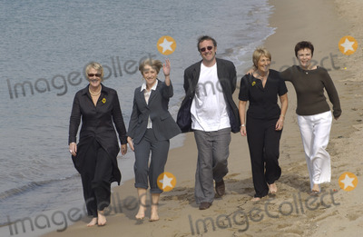 Angela Baker Photo - LtR TRICIA STEWART actress HELEN MIRREN director NIGEL COLE ANGELA BAKER  actress JULIE WALTERS at photocall in Cannes for their new movie Calendar Girls16MAY2003