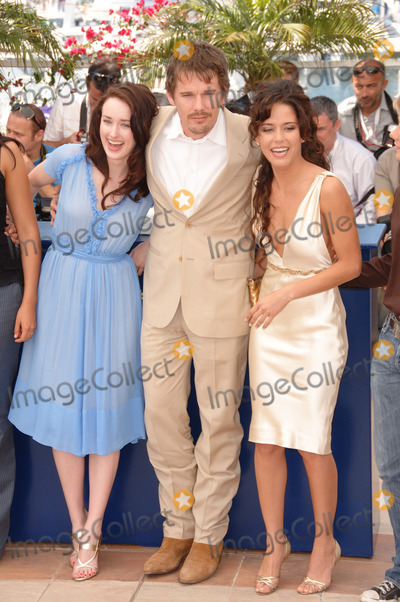 Ashley Johnson Photo - Actor ETHAN HAWKE  actresses ASHLEY JOHNSON (left)  ANA CLAUDIA TALANCON at the photocall for Fast Food Nation at the 59th Annual International Film Festival de CannesMay 17 2006  Cannes France 2006 Paul Smith  Featureflash