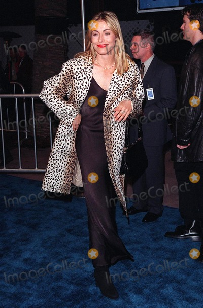 Amanda Donohoe Photo - 31JAN98  Actress AMANDA DONOHOE at the premiere of Blues Brothers 2000 at Universal Amphitheatre Hollywood