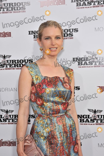 Bridget Fonda Photo - Bridget Fonda at the Los Angeles premiere of Inglourious Basterds at the Graumans Chinese Theatre HollywoodAugust 10 2009  Los Angeles CAPicture Paul Smith  Featureflash