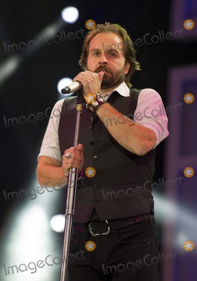 Alfie Boe Photo - Alfie Boe on stage at The 2012 BBC Proms in the Park Hype Park London 08092012 Simon Burchell  Featureflash