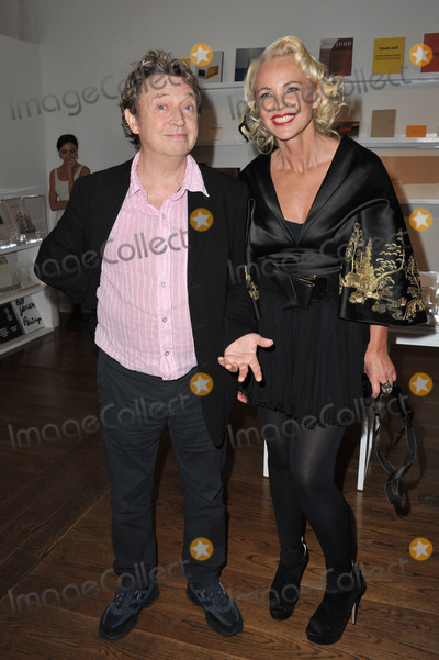 Amanda Eliasch Photo - Amanda Eliasch  Andy Summers of The Police at reception for Amanda Eliaschs neon art exhibition Peccadilloes at the Leadapron Gallery West HollywoodJune 16 2011  Los Angeles CAPicture Paul Smith  Featureflash