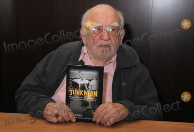 Book Signing Photo - January 27 2020 Hollywood California USA I16084CHWEd Asner Book Signing And Q  A For His Autobiography  Son Of A Junkman With Celebrity Moderator BJ KorrosBarnes  Noble at The Grove Los Angeles California USA  01272020 ED ASNER CELEBRATES THE LAUNCH OF HIS NEW AUTOBIOGRAPHY SON OF A JUNKMAN       Clinton HWallacePhotomundo International  Photos Inc  (Credit Image  Clinton WallaceGlobe Photos via ZUMA Wire)
