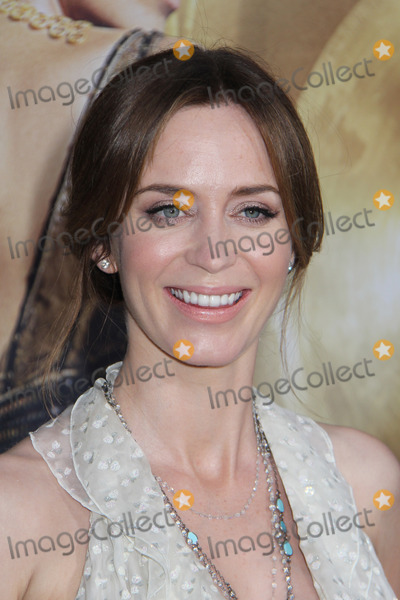 Emily Blunt Photo - Emily Blunt 04112016 The Huntsman Winters War Premiere held at the Regency Village Theatre in Westwood CA Photo by Kazuki Hirata  HollywoodNewsWirenet