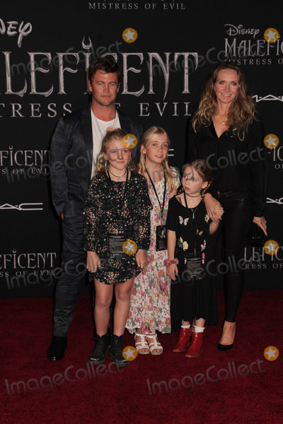 LUKE HEMSWORTH Photo - Luke Hemsworth  Ella Hemsworth Holly Hemsworth Harper Rose HemsworthSamantha Hemsworth 09302019 The World Premiere of Maleficent Mistress of Evil held at the El CapitanTheatre in Los Angeles CA Photo by Izumi Hasegawa  HollywoodNewsWireco