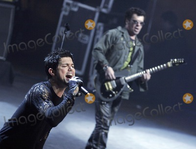 JD Fortune Photo - INXS  guitarist Tim Farriss (R) and the bands new lead singer JD Fortune performing onstage at