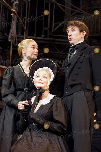 Hannah Yelland Photo - London UK Daniel Weyman (Nicholas Nickleby) Abigail McKern (Mrs Nickleby) and and Hannah Yelland (Kate Nickleby) in a scene from Nicholas Nickleby at the Gielgud Theatre on Shaftesbury Avenue in London06 December 2007Ali KadinskyLandmark Media