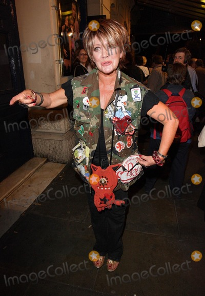 Amanda Barrie Photo - London UK Amanda Barrie departs after attending the Gala Night of Bad Girls the Musical at the Garrick Theatre in London 13th September 2007Keith MayhewLandmark Media