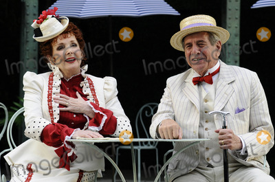 Chaim Topol Photo - London UK Chaim Topol and Millicent Martin at the photocall for Gigi at Open Air Theatre Regents ParkChaim Topol Millicent Martin Linda ThorsonStar in first London performance of Lerner and Loewes musical in over 20 years directed by Timothy Sheader 12th August 2008ef Can NguyenLandmark Media