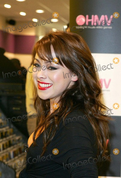 Andy Scott-Lee Photo - London Lisa Scott Lee opens a new HMV Store in Hammersmith and does in-store signing to promote her new single  Lisa is currently starring in a documentary type tv programme on MTV called Totally Scott-Lee which follows her and her family (Andy Scott-lee and his girlfriend Michelle Heaton of Liberty X) through her pop-star life She has recently said that she will quit her pop career if the new single doesnt reach the top ten in the UK charts Lisa shot to fame in the pop band Steps and is married to Johnny Shentall (who replaced Kym Marsh in HearSay)04 October 2005Keith MayhewLandmark Media