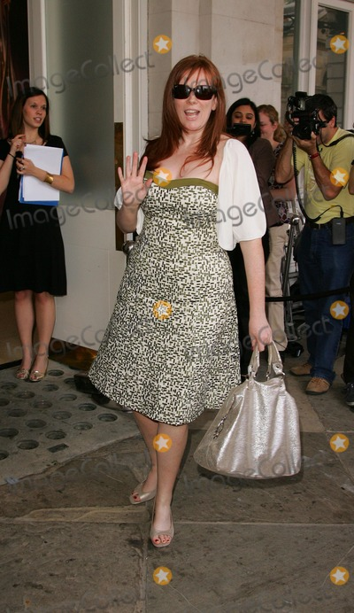 Covent Garden Photo - London UK Catherine Tate at the Mark  Spencer Private View of the autumnwinter clothing range at Covent Garden Piazza in London 24th May 2007Keith MayhewLandmark Media