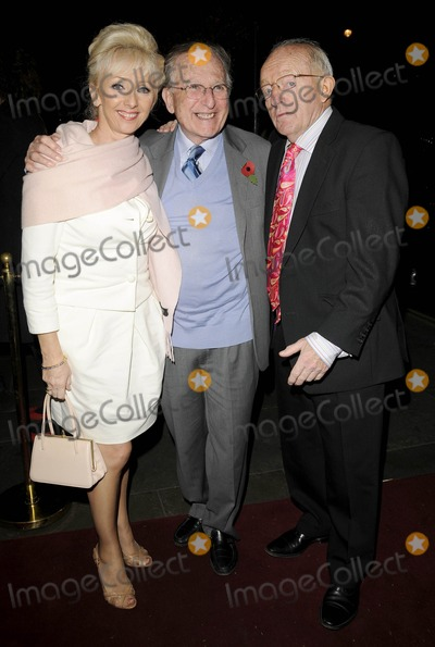 Arturo Brachetti Photo - London UK Debbie Magee and Paul Daniels at the Arturo Brachetti Change Press Night held at the Garrick Theatre in London 26th October 2009Can NguyenLandmark Media