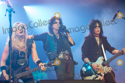 Nita Strauss Photo - London UK Guitarists - Tommy Henriksen and Nita Strauss of Alice Coopers band performing with Alice Cooper  at SSE Arena London England UK on Thursday 16 November 2017 Ref LMK370-J1153-171117Justin NgLandmark MediaWWWLMKMEDIACOM