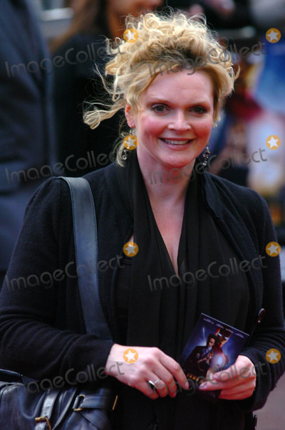 Sharon Small Photo - London UK Sharon Small at the premiere of Iron Man at the Odeon Cinema in Leicester Square24 April 2008Andy LomaxLandmark Media
