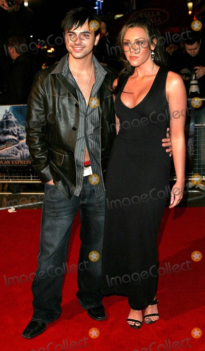 Andy Scott-Lee Photo - London Andy Scott-Lee (3sl) and girlfriend Michelle Heaton (Liberty X) arrives at the Premiere of Polar Express at the Vue Cinema Leicester Square17 November 2004Paulo PirezLandmark Media
