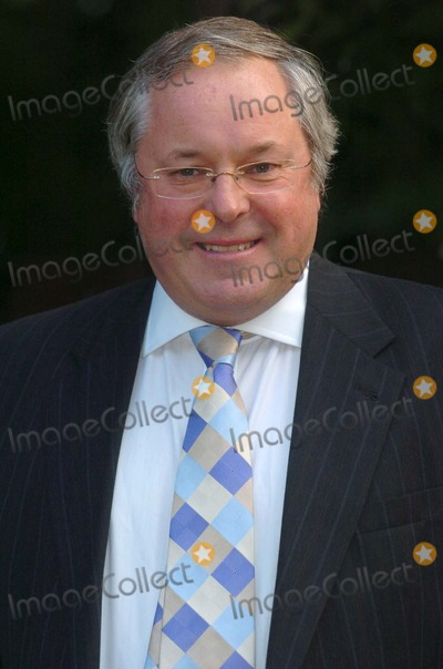 Richard Whiteley Photo - London Richard Whiteley at Sir David Frosts Annual Summer Party at Sir Davids Chelsea home6 July 2004