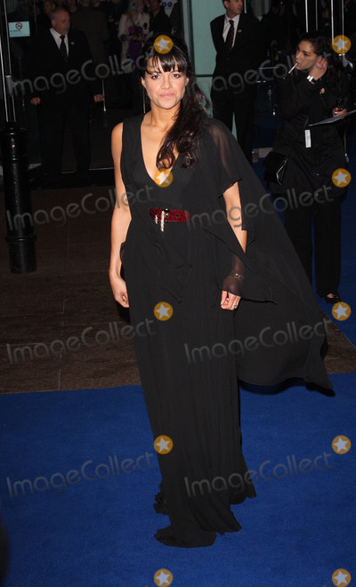 Michelle Rodriguez Photo - London UK Michelle Rodriguez at the World Premiere of the film Avatar held at the Odeon Cinema Leicester Square 10 December 2009 Keith MayhewLandmark Media