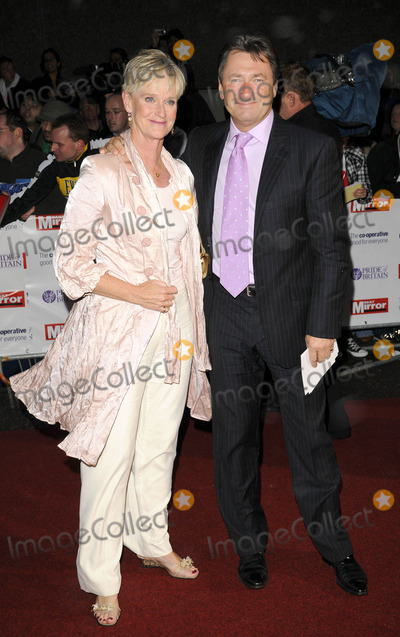 Alan Titchmarsh Photo - London UK Alan Titchmarsh and guest at the 2008 Pride of Britain Awards held at the London TV Centre The South Bank London UK 30th September2008Can NguyenLandmark Media