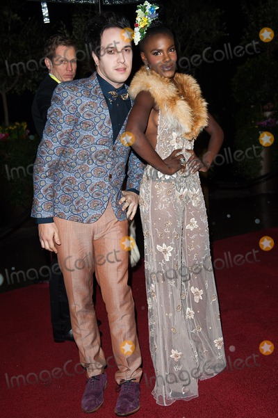 Noisettes Photo - London UK The Noisettes Dan Smith (L) and Shingai Shoniwa at the EE British Academy Film Awards - After Party Arrivals held at Grosvenor House 10th February 2013Justin NgLandmark Media