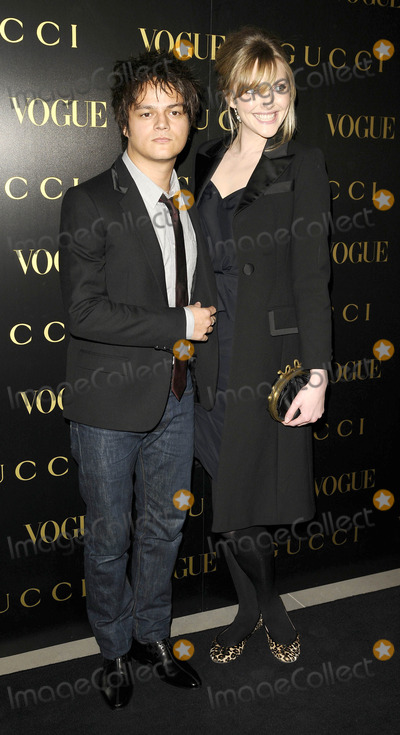 Alexandra Shulman Photo - London UK Sophie Dahl and Jamie Callum at the Vogue and Gucci Dinner Gala honouring Frida Giannini (Guccis creative director) hosted by Alexandra Shulman (British Vogue editor) at Saatchi Gallery in London 1st April 2009Can NguyenLandmark Media