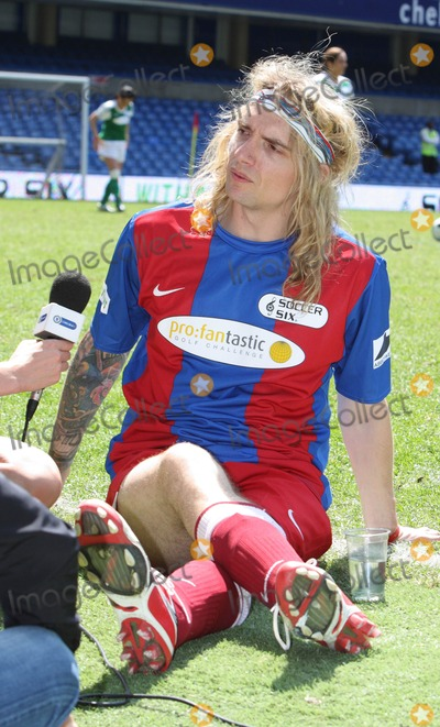 Justin Hawkins Photo - London  UK Justin Hawkins   at the Celebrity Soccer Six in aid of The Samaritans held at Chelsea Football ground Stamford Bridge London  24th May  2009 Keith MayhewLandmark Media