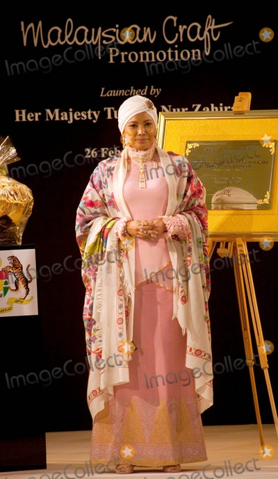 Her Majesty The Queen Photo - London UK Her Majesty The Queen of Malaysia Tuanku Nur Zahirar at the Malaysian Handicraft launch event at Harrods London 26th 26th Feb 2009Rafe CookLandmark Media