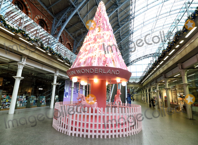 The Interns Photo - London UK St Pancras International Rail station - in partnership with Elan Cafe - have unveiled this years St Pancras Christmas tree titled The Tree of Hope Its located in the concourse at the international station in London The 34ft carousel-themed tree is decorated with ribbons featuring messages of love and hope from NHS staff and key workers who have worked throughout the COVID-19London UK on Thursday 12th November 2020Ref LMK73-J6967-131120Keith MayhewLandmark MediaWWWLMKMEDIACOM