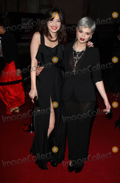 Daisy Lowe Photo - London UK  Daisy Lowe and Pixie Geldof at the British Fashion Awards held at the Royal Courts of Justice The Strand London9 December 2009 Ref   Keith MayhewLandmark Media