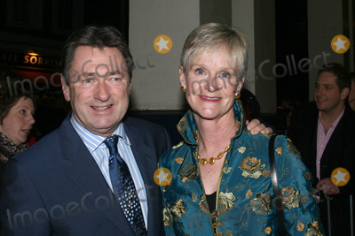Alan Titchmarsh Photo - London UK Alan Titchmarsh and wife  Alison attending the Oliver 1st Night opening at Theatre Royal Dury Lane 14th January 2008Lisle BrittainLandmark Media