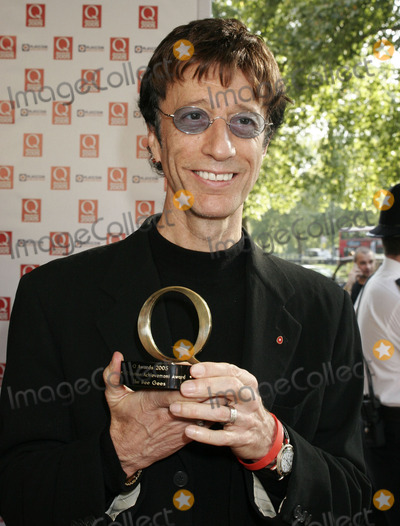 The Bee GEES Photo - London UK Robin Gibb of the Bee Gees (who picked up an award)  at the Q Awards hosted by Q Magazine at the Grosvenor House Hotel London  10th October 2005 Lisle BrittainLandmark Media