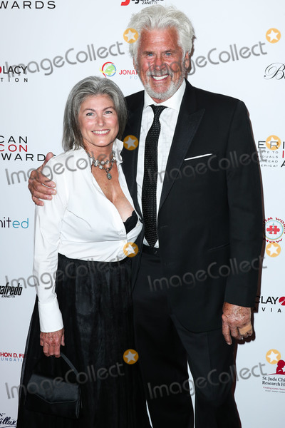 Barry Bostwick Photo - BEVERLY HILLS LOS ANGELES CA USA - MAY 19 Sherri Jensen Bostwick and Barry Bostwick arrive at the 2019 American Icon Awards held at the Beverly Wilshire Four Seasons Hotel on May 19 2019 in Beverly Hills Los Angeles California United States (Photo by Xavier CollinImage Press Agency)