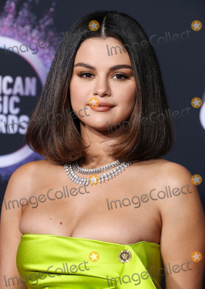 Gomez Photo - LOS ANGELES CALIFORNIA USA - NOVEMBER 24 Singer Selena Gomez wearing a Versace dress and shoes with Roberto Coin jewelry arrives at the 2019 American Music Awards held at Microsoft Theatre LA Live on November 24 2019 in Los Angeles California United States (Photo by Xavier CollinImage Press Agency)