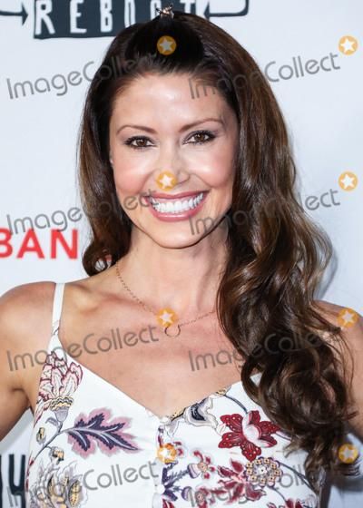 Shannon Elizabeth Photo - HOLLYWOOD LOS ANGELES CALIFORNIA USA - OCTOBER 14 Actress Shannon Elizabeth arrives at the Los Angeles Premiere Of Saban Films Jay and Silent Bob Reboot held at the TCL Chinese Theatre IMAX on October 14 2019 in Hollywood Los Angeles California United States (Photo by David AcostaImage Press Agency)