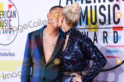 Ashlee Simpson Photo - LOS ANGELES CA USA - OCTOBER 09 Actor Evan Ross (wearing a Missoni suit Armani shoes and 14 Karats rings) and wifesinger Ashlee Simpson (wearing a Monique Lhuillier dress Giuseppe Zanotti shoes Narcisa Pheres earrings and rings by Effy and 14 Karats) arrive at the 2018 American Music Awards held at the Microsoft Theatre LA Live on October 9 2018 in Los Angeles California United States (Photo by Xavier CollinImage Press Agency)