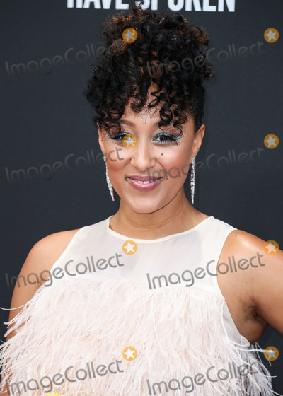 Cynthia Rowley Photo - SANTA MONICA LOS ANGELES CALIFORNIA USA - NOVEMBER 10 Actress Tamera Mowry-Housley wearing Cynthia Rowley arrives at the 2019 E Peoples Choice Awards held at Barker Hangar on November 10 2019 in Santa Monica Los Angeles California United States (Photo by Xavier CollinImage Press Agency)