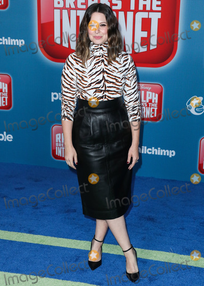 Katie Lowes Photo - HOLLYWOOD LOS ANGELES CA USA - NOVEMBER 05 Actress Katie Lowes wearing Mih arrives at the World Premiere Of Disneys Ralph Breaks The Internet held at the El Capitan Theatre on November 5 2018 in Hollywood Los Angeles California United States (Photo by Xavier CollinImage Press Agency)