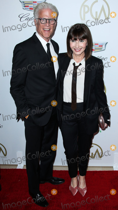 Mary Steenburgen Photo - BEVERLY HILLS LOS ANGELES CA USA - JANUARY 19 Ted Danson and Mary Steenburgen arrive at the 30th Annual Producers Guild Awards held at The Beverly Hilton Hotel on January 19 2019 in Beverly Hills Los Angeles California United States (Photo by Xavier CollinImage Press Agency)