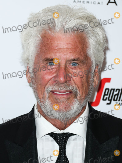 Barry Bostwick Photo - BEVERLY HILLS LOS ANGELES CA USA - MAY 19 Actor Barry Bostwick arrives at the 2019 American Icon Awards held at the Beverly Wilshire Four Seasons Hotel on May 19 2019 in Beverly Hills Los Angeles California United States (Photo by Xavier CollinImage Press Agency)