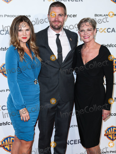 Amel Photo - BURBANK LOS ANGELES CA USA - OCTOBER 13 Cassandra Jean Stephen Amell Sandra Bolt at Fck Cancers 1st Annual Barbara Berlanti Heroes Gala held at Warner Bros Studios on October 13 2018 in Burbank Los Angeles California United States (Photo by Xavier CollinImage Press Agency)