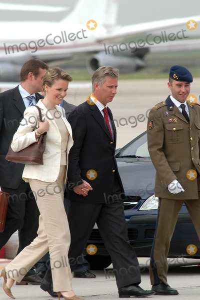 Queen Fabiola Photo - AlfaquiglobelinkukcomGlobe Photos 000799 05212004 Prince Philippe  Princess Mathilde of Belgium Royal Wedding of Prince Felipe of Spain  Letizia Ortiz -Airport Arrivals -Barajas Airportmadrid