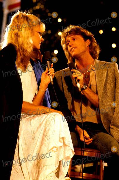 Andy Gibb Photo - Olivia Newton John and Andy Gibb Photomca  Globe Photos Inc 1980