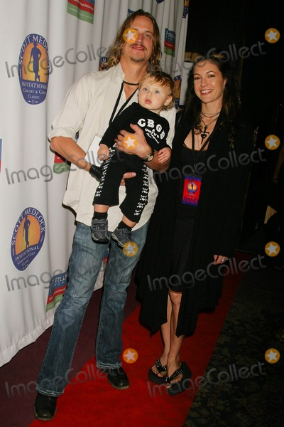 Abby Gennet Photo - the Pat Tillman Foundation Benefit Featuring Robby Krieger and Friends the Canyon Club Agoura Hills  California 11-16-2008 Brett Scallions of the Doors and Family - Wife-abby Gennet and Son Jagger Photo Clinton H Wallace-photomundo-Globe Photos Inc