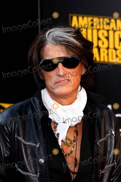 Aerosmith Photo - Musician Joe Perry of Aerosmith Arrives at the 2009 American Music Awards at Nokia Theatre in Downtown Los Angeles USA on November 23rd 2009 Photoalec Michael - Globe Photos Inc 2009