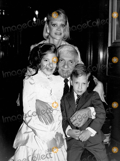 Aaron Spelling Photo - Aaron Spelling with Candy Spelling  Tori Spelling and Randy Spelling Photo by Alan Davidson-Globe Photos Inc