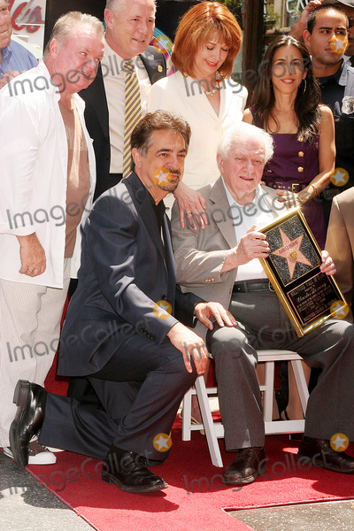 Lee Purcell Photo - I13424CHWLEGENDARY ACTOR CHARLES DURNING HONORED WITH  STAR ON THE HOLLYWOOD WALK OF FAME6504 HOLLYWOOD BLVD HOLLYWOOD CA  073108CHARLES DURNING POSING WITH JOE MANTEGNA LEE PURCELL ANITA GREGORY AND TOM LABONGE  PHOTO CLINTON H WALLACE-PHOTOMUNDO-GLOBE PHOTOS INC