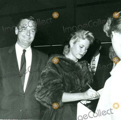 Gig Young Photo - Gig Young and Elizabeth Montgomery Photo by Globe Photos